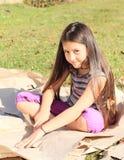 Dziewczyny rozcięcia papier Zdjęcie Stock