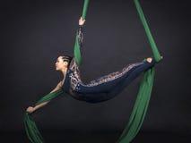 Dziewczyny ` s powietrzne akrobacje w obrazach Obraz Stock