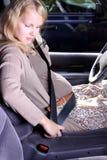 dziewczyny samochodowy pregancy Zdjęcia Royalty Free