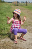 dziewczyny sceniczny lato cukierki zdjęcie royalty free