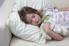 dziewczyny sen kanapa Zdjęcie Royalty Free