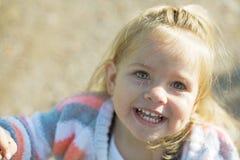 dziewczyny się uśmiecha zdjęcia stock