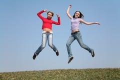 dziewczyny skaczą Zdjęcia Royalty Free