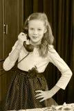 dziewczyny stary telefonu target1615_0_ Obrazy Stock