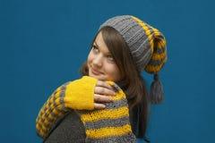 dziewczyny szalika zima kolor żółty Fotografia Royalty Free