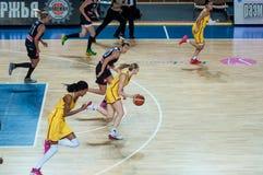 Dziewczyny sztuki koszykówka Zdjęcia Royalty Free