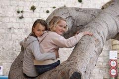 dziewczyny target1359_1_ drzewa zdjęcia stock