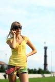 dziewczyny telefonu target1001_0_ Zdjęcie Royalty Free
