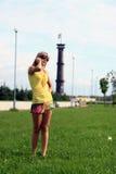 dziewczyny telefonu target983_0_ Zdjęcia Royalty Free