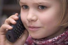 dziewczyny telefonu używać Fotografia Royalty Free