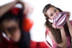 dziewczyny torebki ładny pieprzowy cukierki obraz royalty free