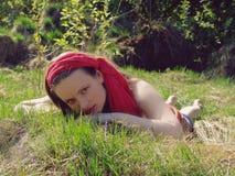 dziewczyny trawy lying on the beach Obraz Royalty Free