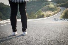 Dziewczyny trwanie długa droga Zdjęcie Royalty Free