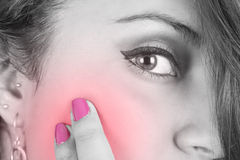 Dziewczyny twarz z bólowym selekcyjnym kolorem Obraz Stock