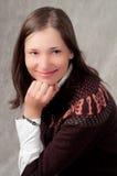 dziewczyny uśmiechnięci puloweru biel potomstwa zdjęcia stock