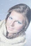 dziewczyny uśmiechu zima Zdjęcia Royalty Free
