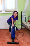 Dziewczyny vacuuming Fotografia Royalty Free
