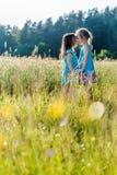 Dziewczyny w polu Zdjęcia Royalty Free