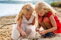 Dziewczyny w seashore Fotografia Stock