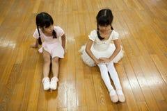 Dziewczyny w szkole podstawowej, biorą kurs klasyczny taniec Obraz Royalty Free