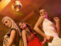 dziewczyny świetlicowa dancingowa noc Zdjęcia Stock