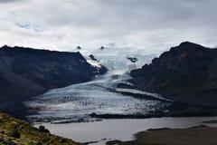 Dziewczyny wolking na globalnym nagrzaniu w Norwegia Zdjęcia Royalty Free
