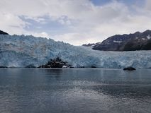 Dziewczyny wolking na globalnym nagrzaniu w Norwegia obrazy stock
