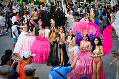 Dziewczyny wychodzili dla sesja zdjęciowa. po występu na przedstawieniu «Alcazar «, Pattaya, Tajlandia zdjęcie royalty free