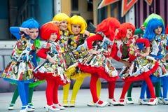 Dziewczyny z komicznymi kostiumami fotografia royalty free