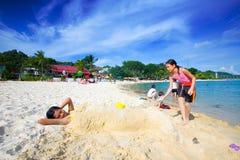 dziewczyny zabawnych ma syreny grać piaskowe young Fotografia Royalty Free