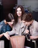 Dziewczyny zastanawiają się zakupy Obraz Stock