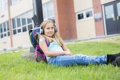 Dziewięć lat dziewczyny uczeń przy szkołą Obraz Royalty Free