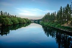 Dziewięć mil rezerwuar na Spokane rzece przy zmierzchem zdjęcie royalty free