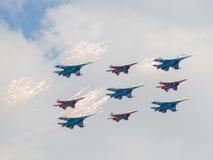 Dziewięć wojowników Su-27 i MiG-29 zrobili feyervek Obraz Stock