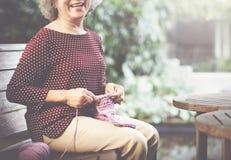 Dziewiarskiej dzianiny przędzy uszycia rzemiosła szalika Igielny pojęcie Fotografia Royalty Free