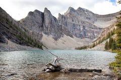 Dzika natura w Skalistym góry jeziorze Agnes Fotografia Stock
