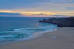 Dzika plaża przy zmierzchem, Francja Obraz Royalty Free