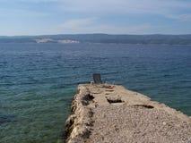 Dzika skalista plaża w Chorwacja obrazy royalty free