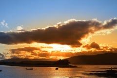 Dziki atlantycki sposób Ireland z czerwonym zmierzchem Fotografia Stock