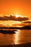 Dziki atlantycki sposób Ireland z pomarańczowym zmierzchem Zdjęcia Royalty Free