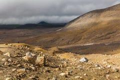 Dziki krajobraz z nieżywymi powulkanicznymi skałami Zdjęcia Royalty Free