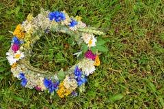 Dzikich kwiatów wianek zdjęcie stock