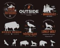 Dzikie zwierzę odznaki ustawiać i aktywność insygnie outdoors Retro ilustracja zwierzęce odznaki Typografia campingu styl royalty ilustracja
