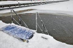 Dziura w zimy morzu w mrozie i opadzie śniegu Obraz Royalty Free