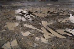Dziury i kałuże na złej łamającej drodze obraz royalty free