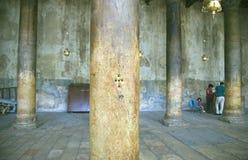 Dziury w postaci krzyża na kolumnie Fotografia Stock