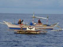 dziwactw payaos używać artisanal handline rybołówstwem dla tuńczyka żółtopłetwowy tuńczyka w Filipiny fotografia stock
