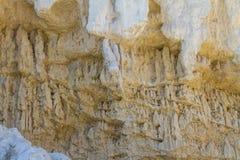 Dziwaczne postacie rzeźbić w glinianych piaskach Fotografia Royalty Free