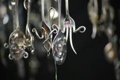 Dziwaczne wiszące wiszące ozdoby robić z srebnego cutlery fotografia royalty free
