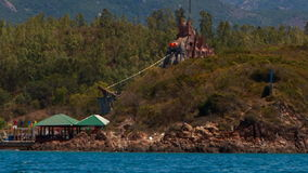 dziwaczny cudowny budynek przedstawienie w Wietnamskiej dżungli na wyspach zdjęcie wideo